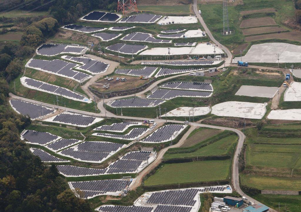 【画像】段々畑に太陽光パネルを設置した結果wwwwwwwwwwwwwwwww