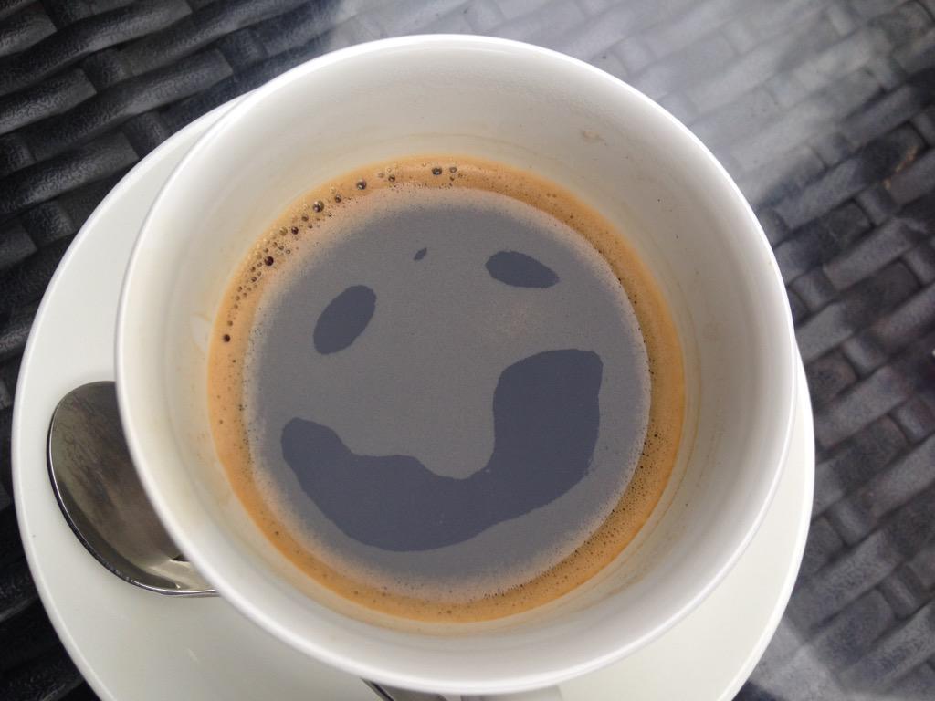 おいコーヒー!こっちを向くんじゃあねぇ! pic.twitter.com/EKcO7WDBBw