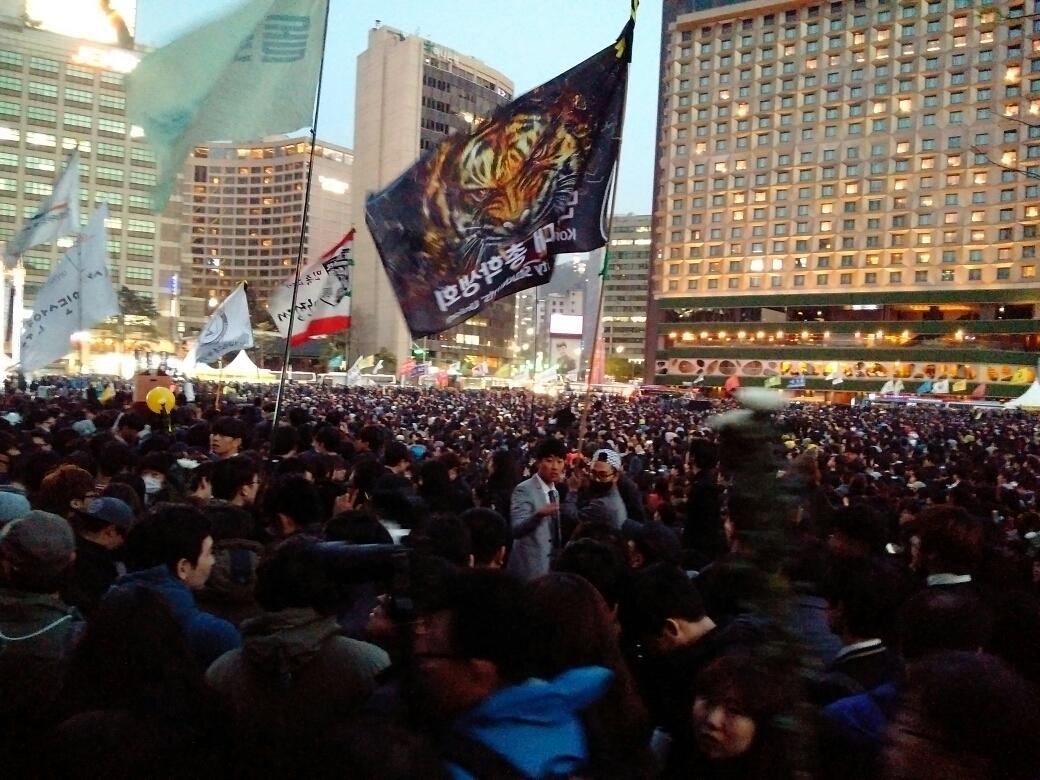 이 시각 서울광장... http://t.co/CkTAXekktX