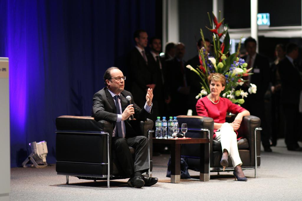 Au Rolex Learning Center, séance de questions-réponses avec François Hollande et Simonetta Sommaruga @fhollande http://t.co/B25iB69tZT
