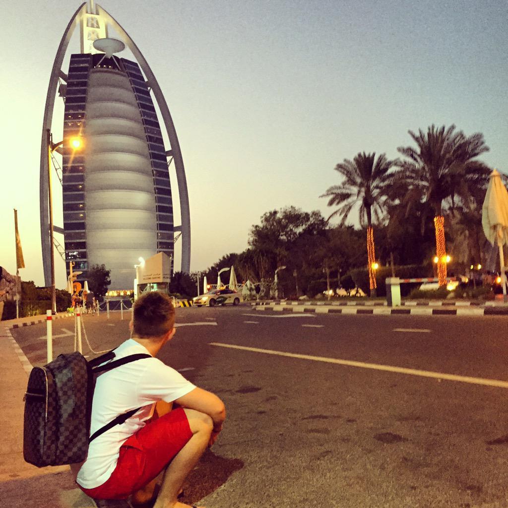 The burj al arab hotel .... http://t.co/q6EjMHN7Bj