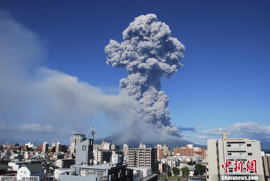 桜島噴火状況  http://t.co/24eckNRzBX http://t.co/V0EF0BKHgD