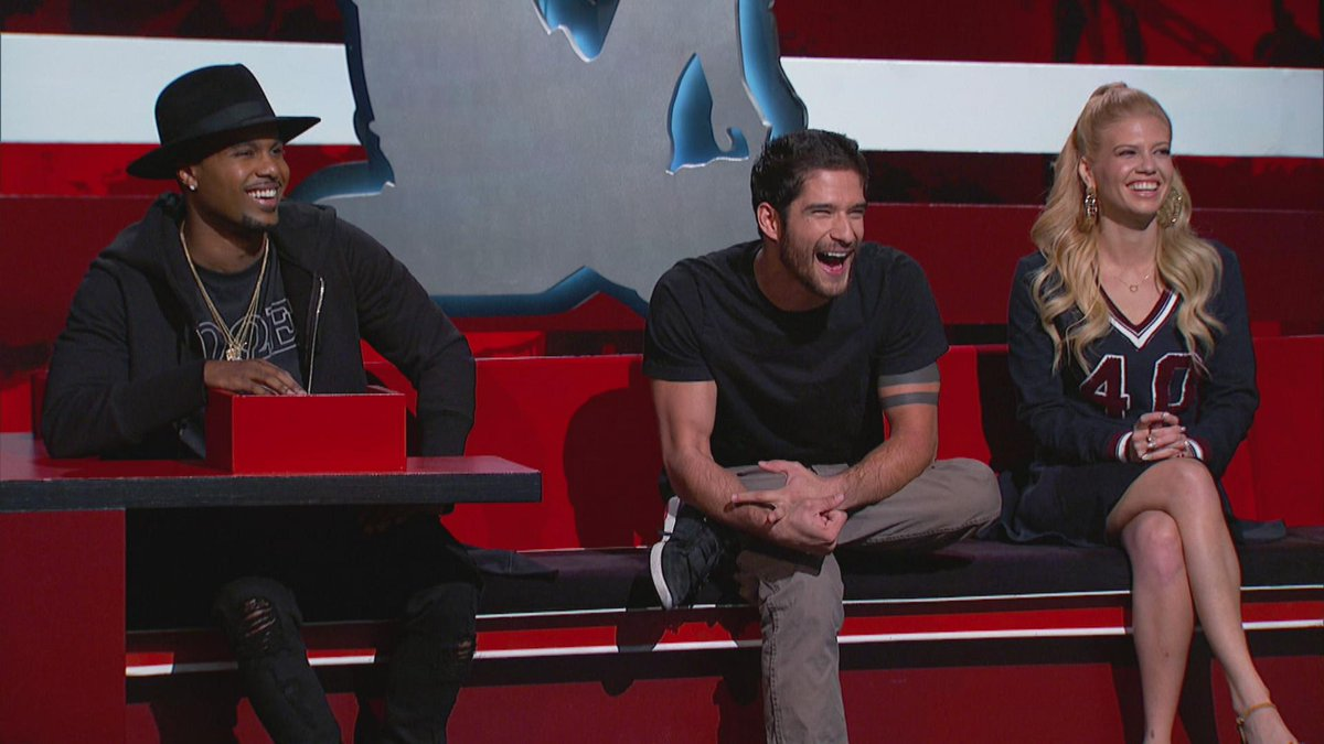 In just a few hours @tylergposey joins the gang on the couch!! Don't miss it at 10/9c on @MTV @MTVteenwolf #TeenWolf http://t.co/fng6cdLVP2