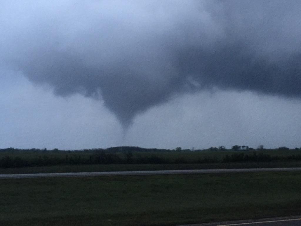 Tornado from I-40 http://t.co/sF4fMqTiyz