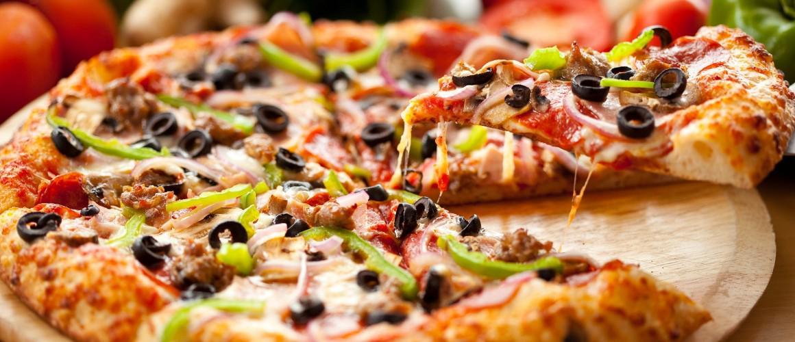 Pizza italiana surgelata: scopri gli accostamenti più bizzarri richiesti all'estero