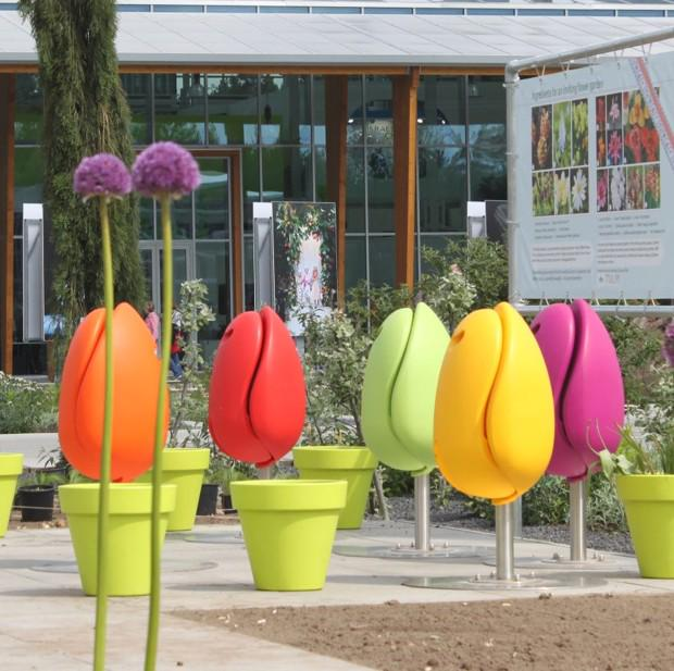 Tulip-shaped street furniture is spreading across the world | http://t.co/jKnUF7WONv | via @CityLab  http://t.co/VZKEVyz9q3