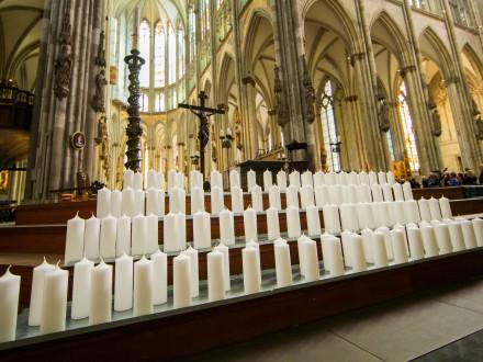 Funeral service for victims of #Germanwings crash in Cologne cathedral #A320Crash #4U9525 http://t.co/m6iadZswHF