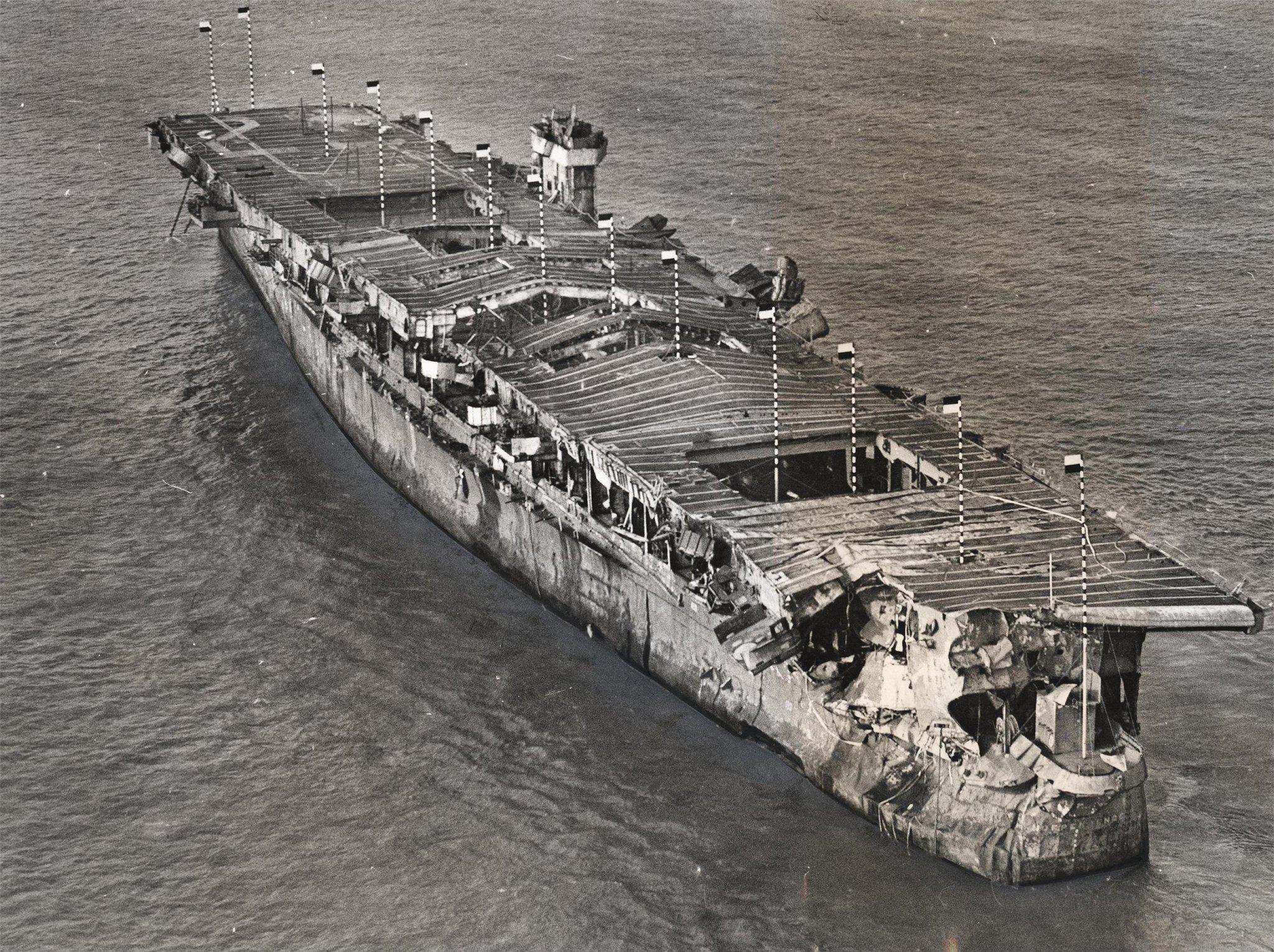 حاملة طائرات من الحرب العالمية الثانية سليمة بطائراتها تحت المحيط  CCyVH8uWAAAw1Cv