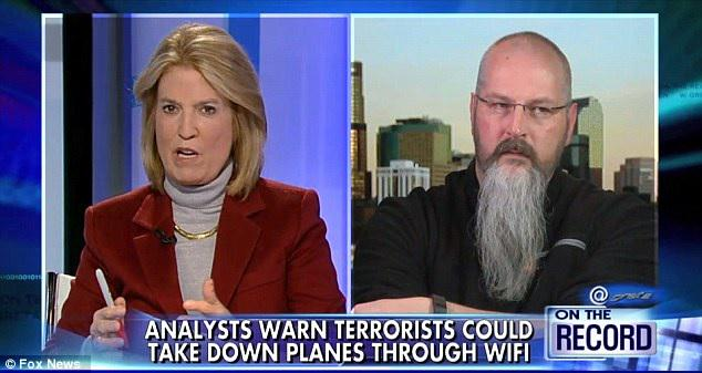 FBI pulls cyber security expert off plane after TV appearance revealing airline security flaws http://t.co/5QE1rVGoqY