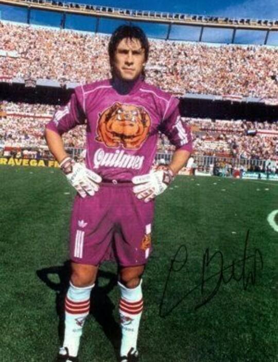 @LaCasacaBlog #CamisetasDeArquero  #ViernesTemáticoLaCasaca G.A.R.Burgos a mis 10años creía que era arquero por el http://t.co/F95pvTSJa5