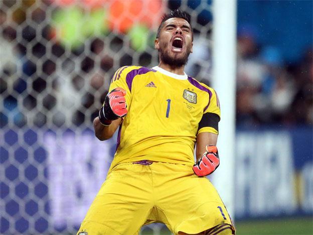 #CamisetasDeArquero Creo que este kit amarillo de Chiquito Romero, se ganó un lugar en este #ViernesTematicoLaCasaca http://t.co/GYFeiGanoB