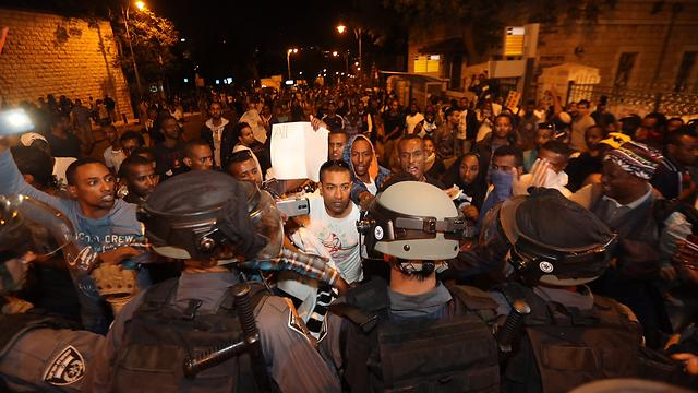 NEW POST! ISRAEL'S ETHIOPIAN JEWS PROTEST IN STREETS OF JERUSALEM! http://t.co/NQMUKZgELk http://t.co/S8wudeeuvD