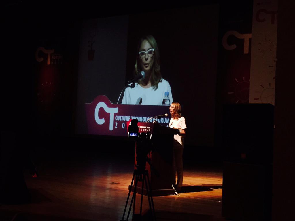 .@LyndaObst's keynote speech 4 CT Forum. So glad 2 have her in Seoul. 인터스텔라 제작자 린다 옵스트의 CT포럼 기조연설 듣는중. ^^ http://t.co/dZV5vHet6z