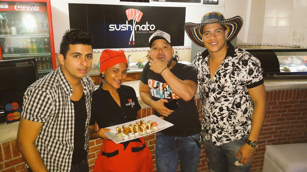 Oficialmente lanzando el #SushiKvrass en @sushinato #Valledupar en compañía de @GrupoKvrass Los Reyes del Brincoleo! http://t.co/CETlmp0kpt