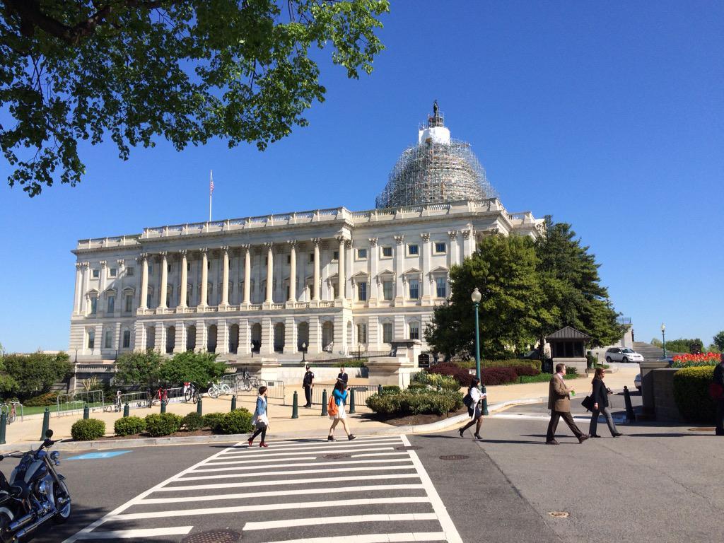 安倍総理の議会演説は、歴史に残るものになりました。演説後は下院議長主催のレセプション、日本政府主催のディナーと続き、最後は総理の宿舎となっているブレアハウス(ホワイトハウス迎賓館)に誘われ安倍総理と懇談しました。#JNSC #自民 http://t.co/GgfWr5oklF