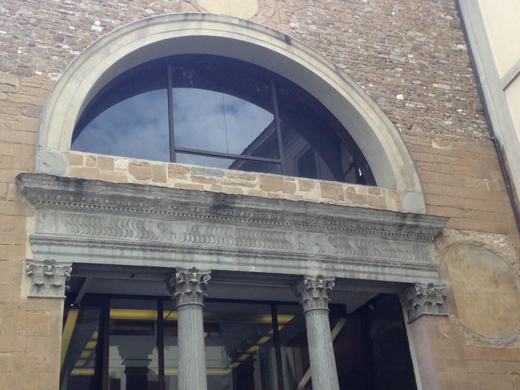 ...sono a #Firenze per l'incontro degli #archeoblogger a @palazzostrozzi peró mi diletto anche con la @DecArchit ! http://t.co/JXykhtLumD