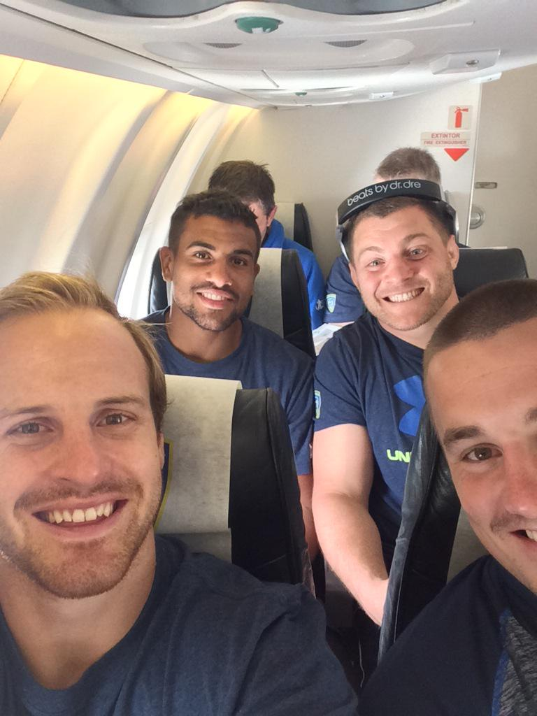 London bound with @JonFoxDavies @wesleyfofana @BenjaminKayser. See you on the other side. @ASMOfficiel #YELLOWARMY http://t.co/ATxmhYFOkI