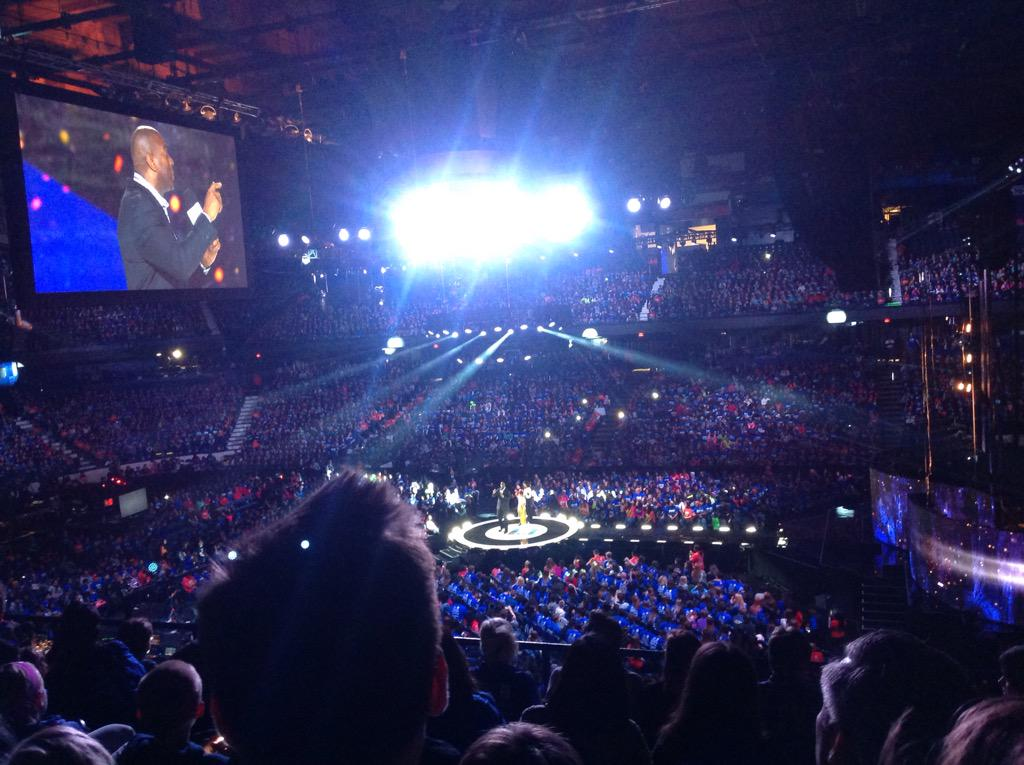 @MagicJohnson & @selenagomez inspiring at #weday talking about the importance of technology in changing lives http://t.co/O0OdNskkph