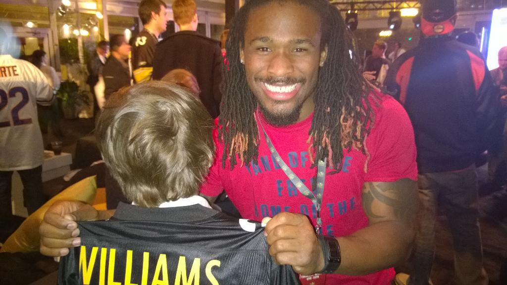 So much fun tonight with @DeAngeloRB. His #34 #Steelers jersey is now available! http://t.co/TxESzPO5zx #NFLPlayers http://t.co/Hh6gUJN4Fp