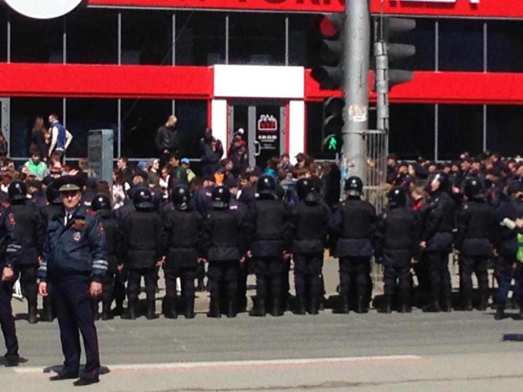 """Нынешняя власть так боится свой народ... """"@Naydyname: Спецназ в снаряжении #Монстрация http://t.co/bkcdoPgXcd"""" #nsk"""