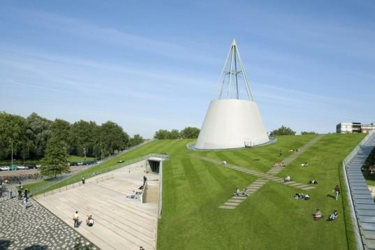 Karlijn (@dewitk) begins her webcare talk with a shot of the stunning TU Delft library. Very jealous! #casesmc http://t.co/qOwph8Dye2
