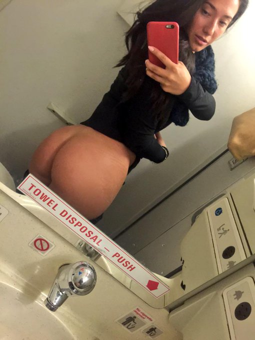 1 pic. When bored on a plane take naked selfies #ASStastic #bewbs http://t.co/5X5KbnHFF7