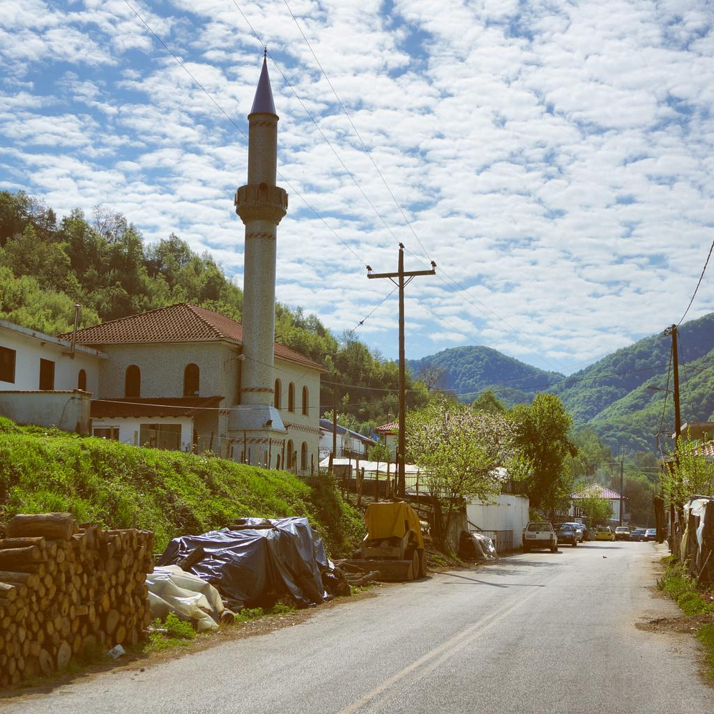 This is the mosque and main road in Meses Thermes, a few km from hot spring village Thermes. #LPinGreece http://t.co/8cIDTdTnHb