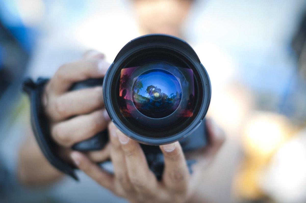 فرصة للمصورين الإماراتيين للمشاركة في بعض مشاريع الجهات الحكومية! أرسلوا سيرتكم الذاتية على creativelab@twofour54.com http://t.co/TzVCf9RF7y