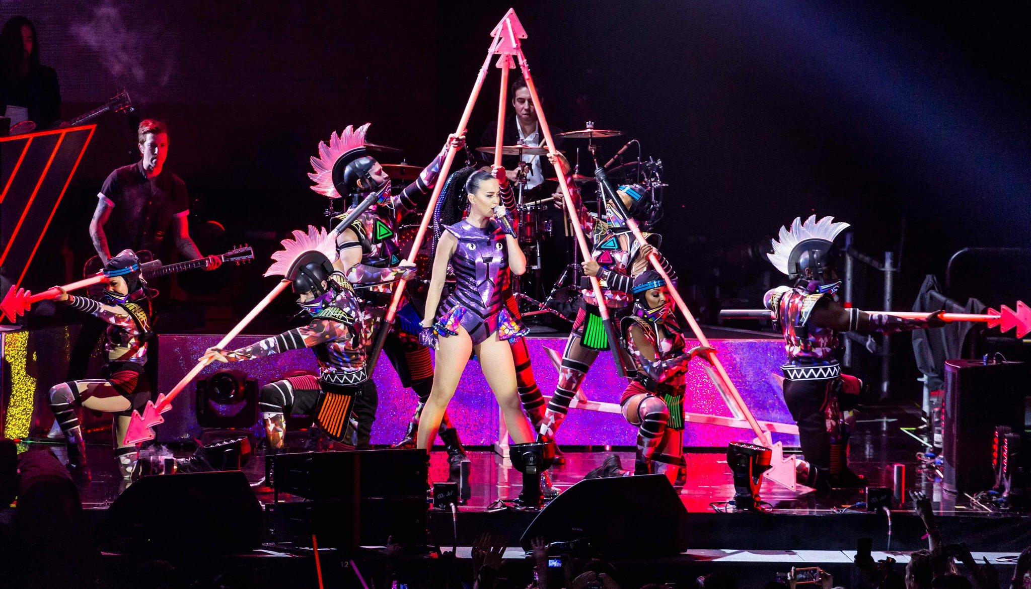 Katy Perry >> The Prismatic World Tour CD7tEFjUMAAIQqg