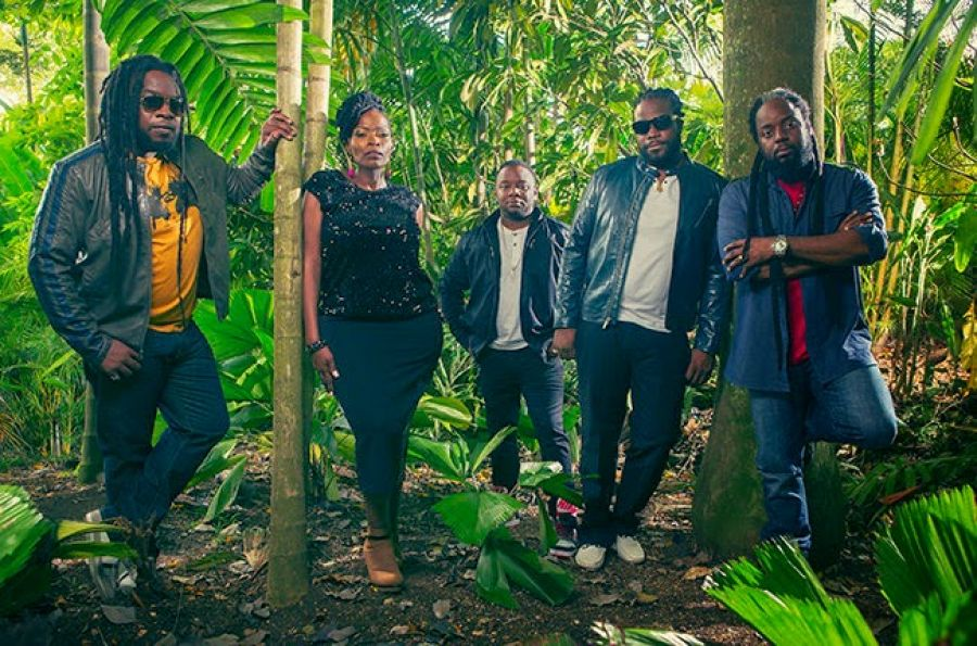 """Make sure you go that free download of @MorganHeritage + @DiRealShaggy's """"Keep on Jammin"""": http://t.co/5d3DLbiPGu h http://t.co/DaySKm3W9A"""