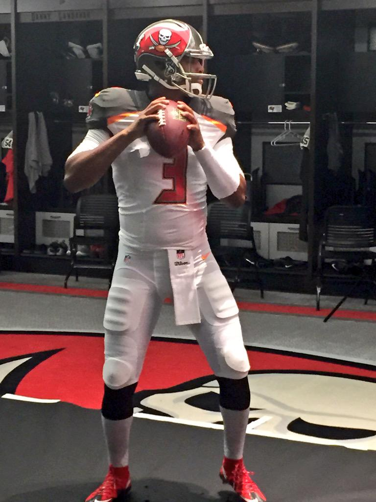 Behind the scenes of Jameis Winston's first #Bucs photo shoot. http://t.co/AQrL2pAWnU