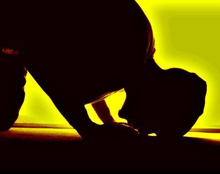 لا تبكي على وسادتك فلن تغير من الأمر شيئا قم وابكي على سجادتك وسيرزقك الله بعد العسر يسرا http://t.co/jjtu91gNMc
