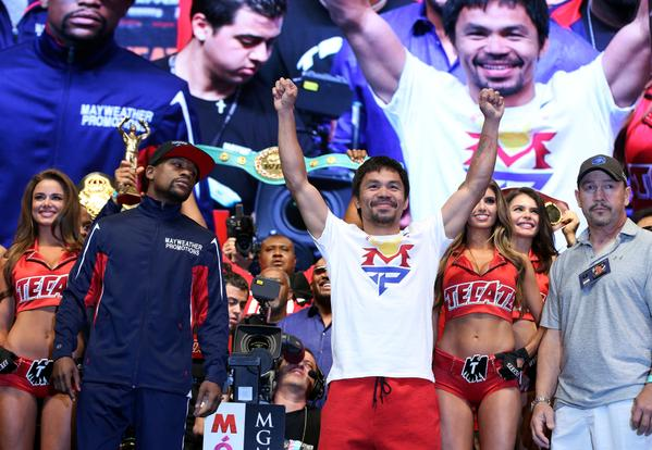 Manny Pacquiao alla destra nella FOTO