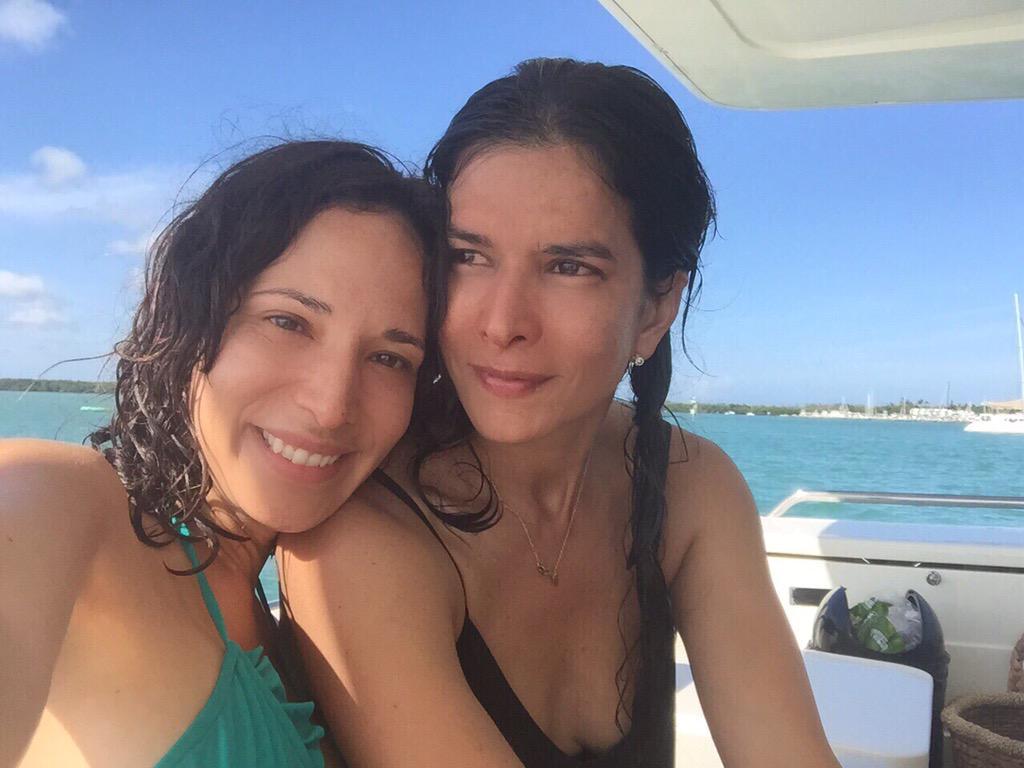 Ella es Ile @ileannasim mi compañera de sueños.Conocela hoy @alrojovivo 4 Pm @carmendominicci http://t.co/c1jj3ehRRF