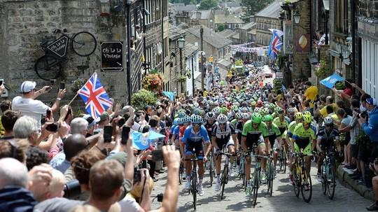 We are delighted to announce that we will be showing the Tour de Yorkshire LIVE on @ITV4 http://t.co/Sr6EIMYXlx http://t.co/fj18iiW5tM