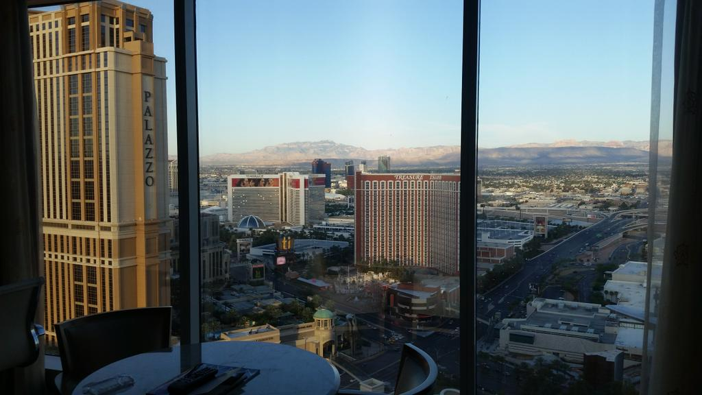 HollieFarrahi: Woke up to this. Can't complain. #vegas #MagentoImagine http://t.co/YCnlXb7tMj