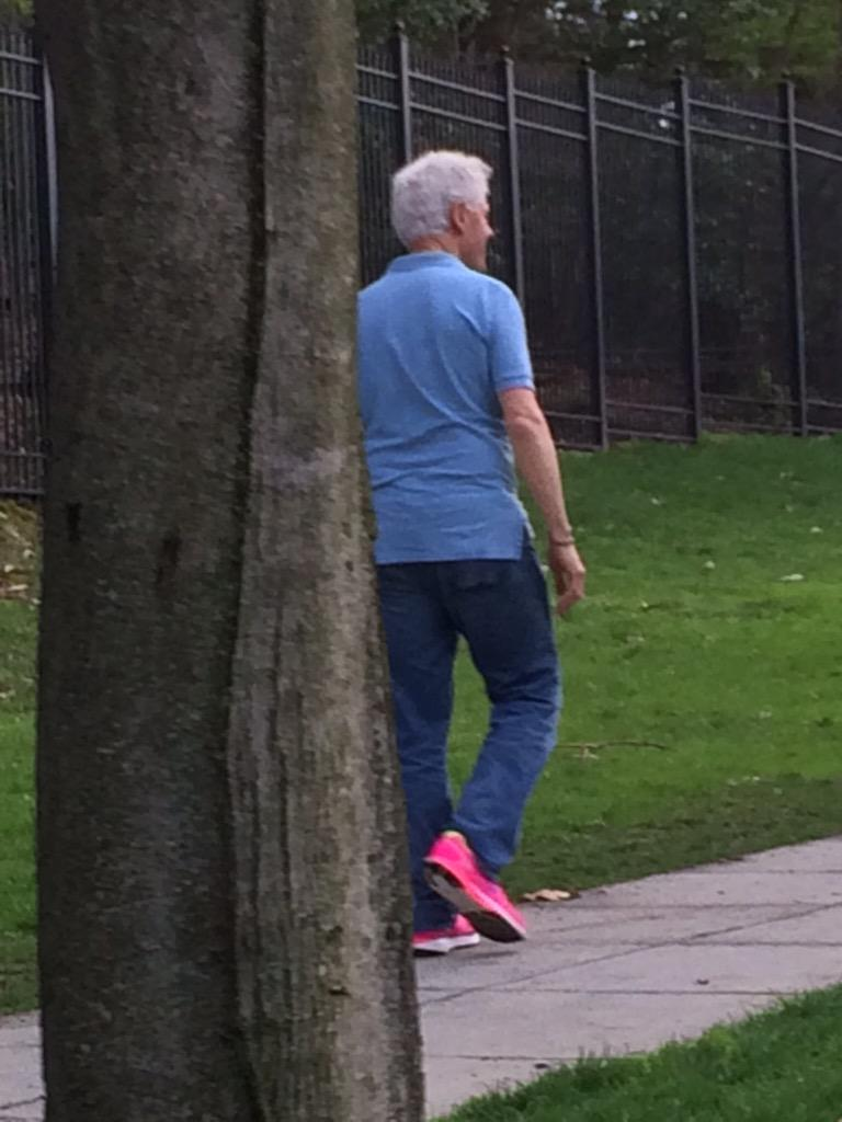 .@CarrieNBCNews and I just saw Bill Clinton walking around DC wearing pink sneakers. Not a joke. http://t.co/nInv2xRtBk