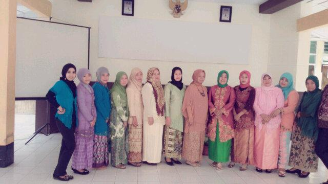 Happy Kartini's Day,Happy Kebaya's Day..at Kantor Camat Tompobulu Kab.Bantaeng.. http://t.co/W72pR6FcYB