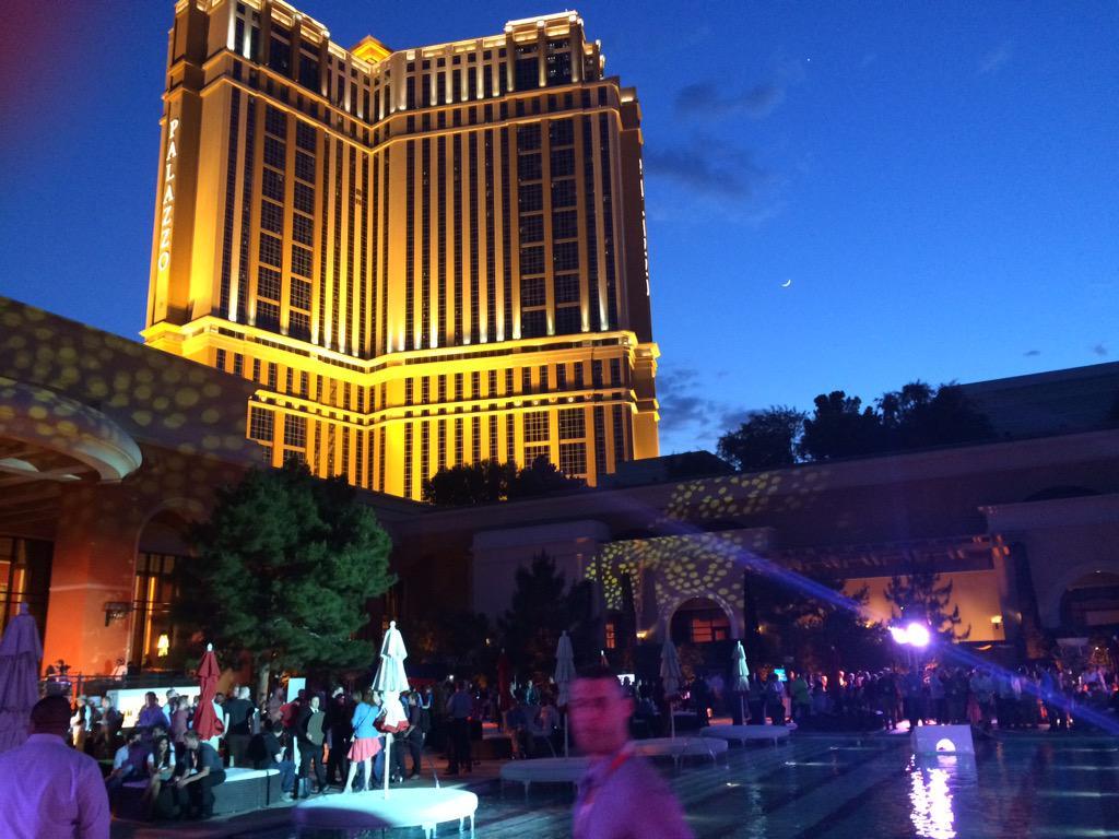 DCKAP: #ImagineCommerce pool party http://t.co/MU18O1ruOR