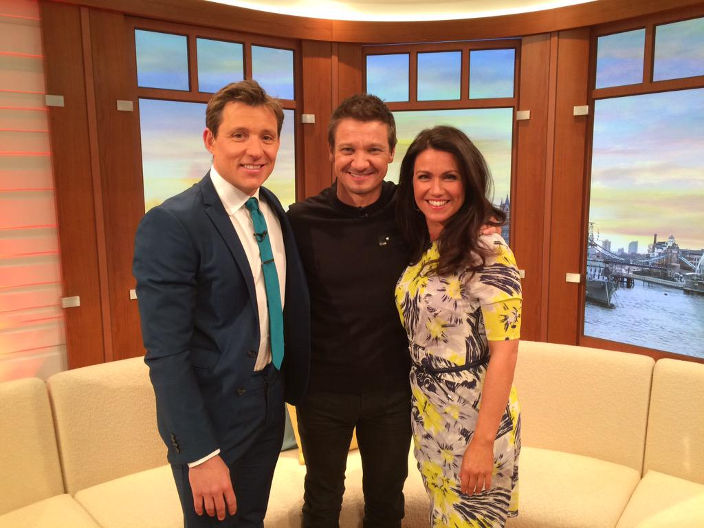 Great laugh with @Renner4Real joining me and @susannareid100 Just don't get him on your darts team down the pub! @GMB http://t.co/RFuTMMPL3s