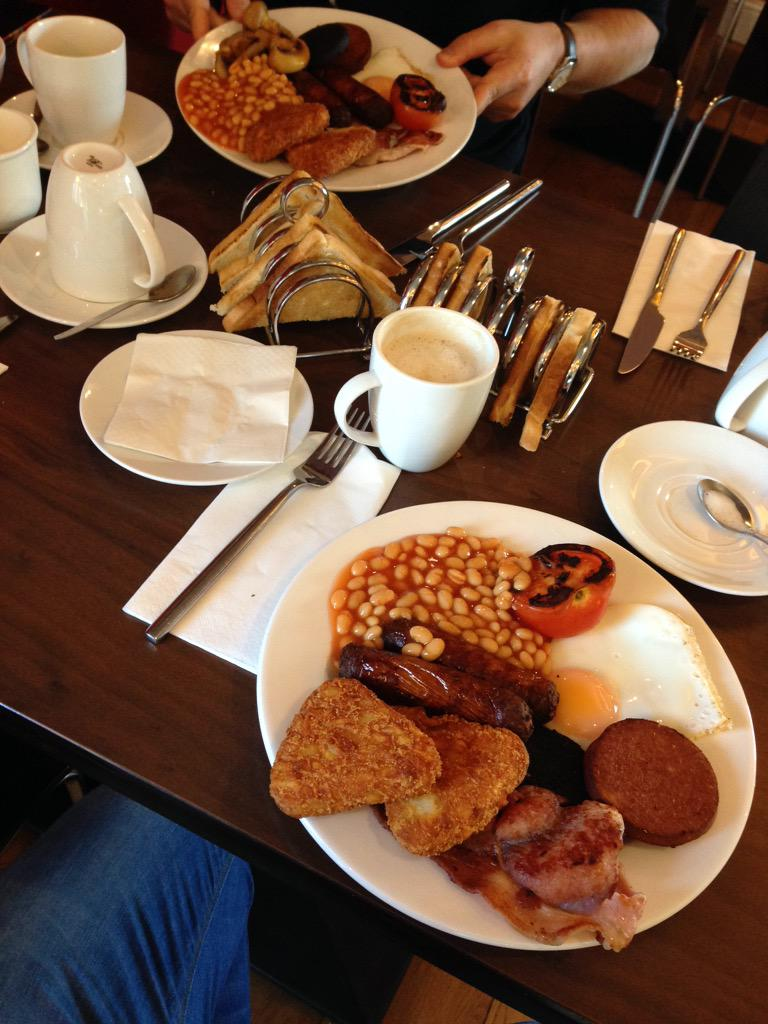 Good old Irish Breakfast for me and @Benj_Price ...before our flight back to the UK.... http://t.co/vijY7ogGL5