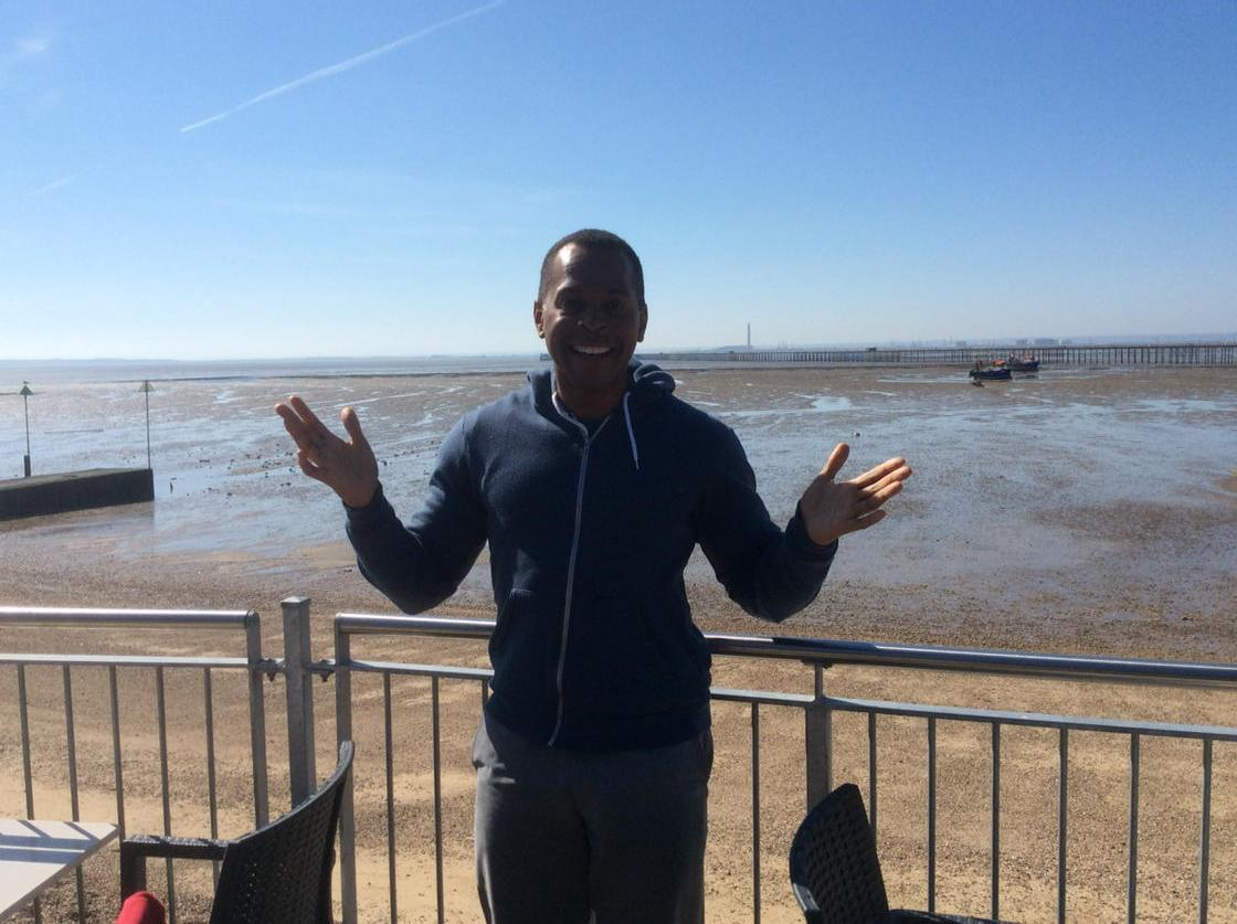 I'm filming in Costa del Essex for @GMB Which way to @sugarhut ? http://t.co/7fMjjIucmR