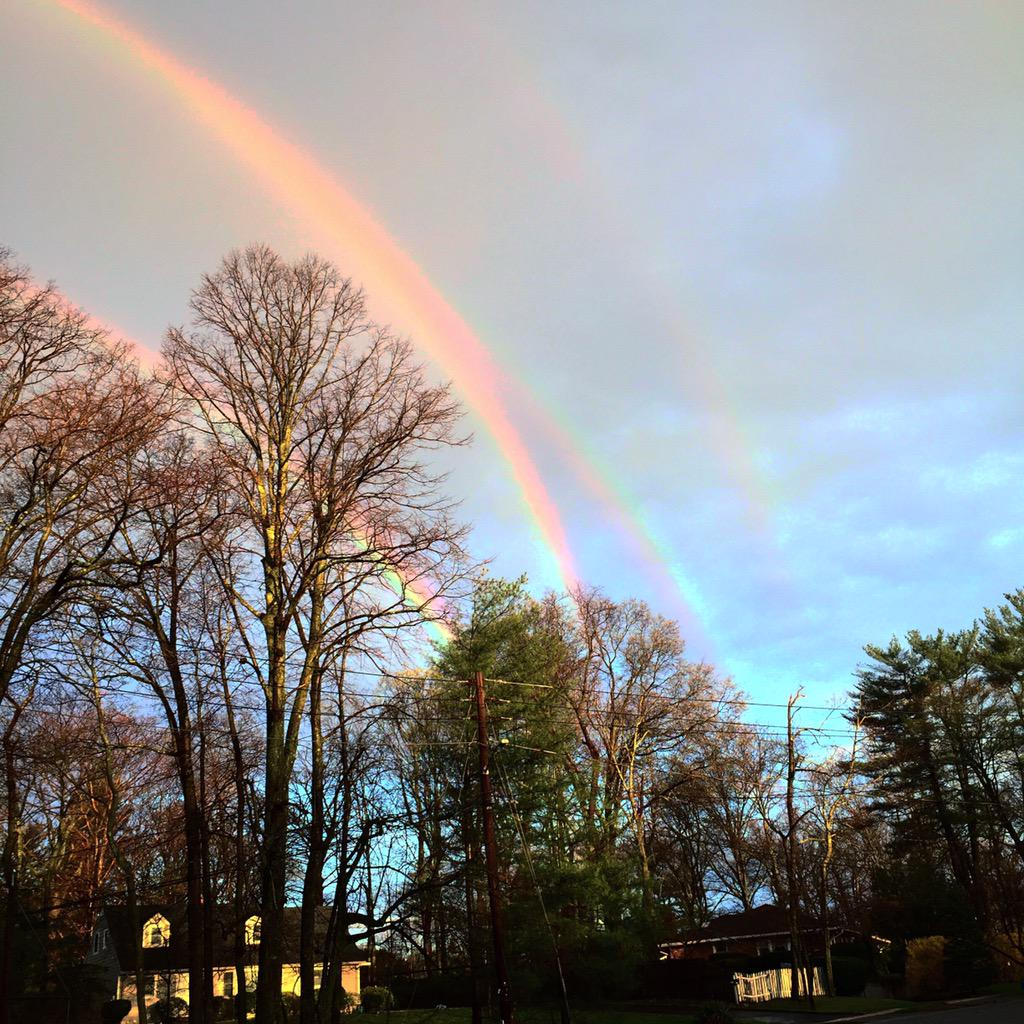 Vea cuatro arcoiris en una foto