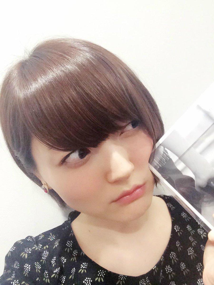 痛っ!!この感触は……今日店着日のアルバム『Blue Abenue』…!?花 #hanazawa pic.twitter.com/UCkYgplab1