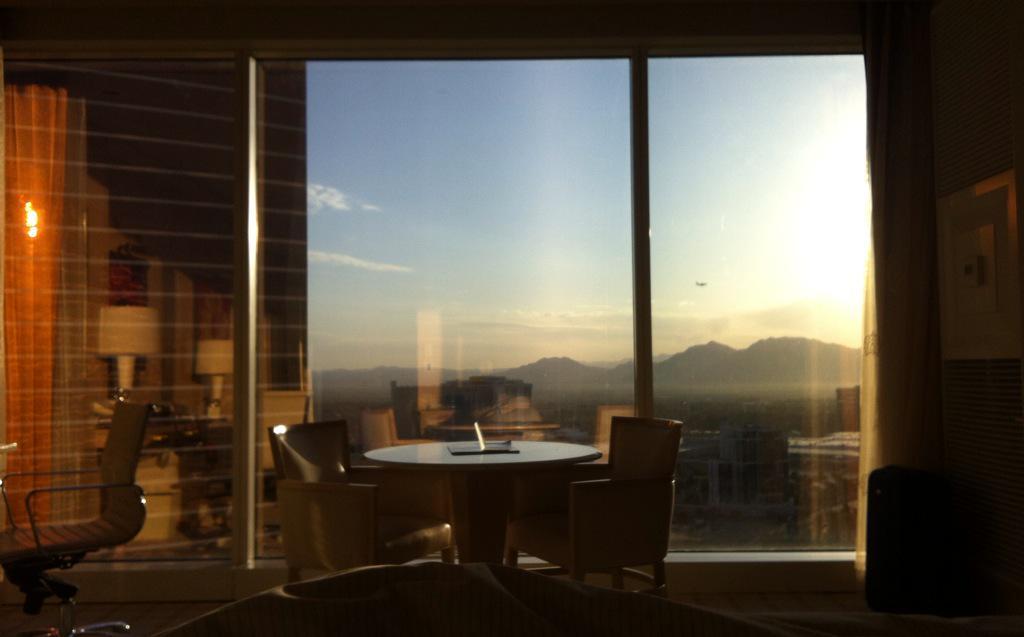 SaundersHoward: Good morning Las Vegas! #MagentoImagine http://t.co/jA5U90k06F