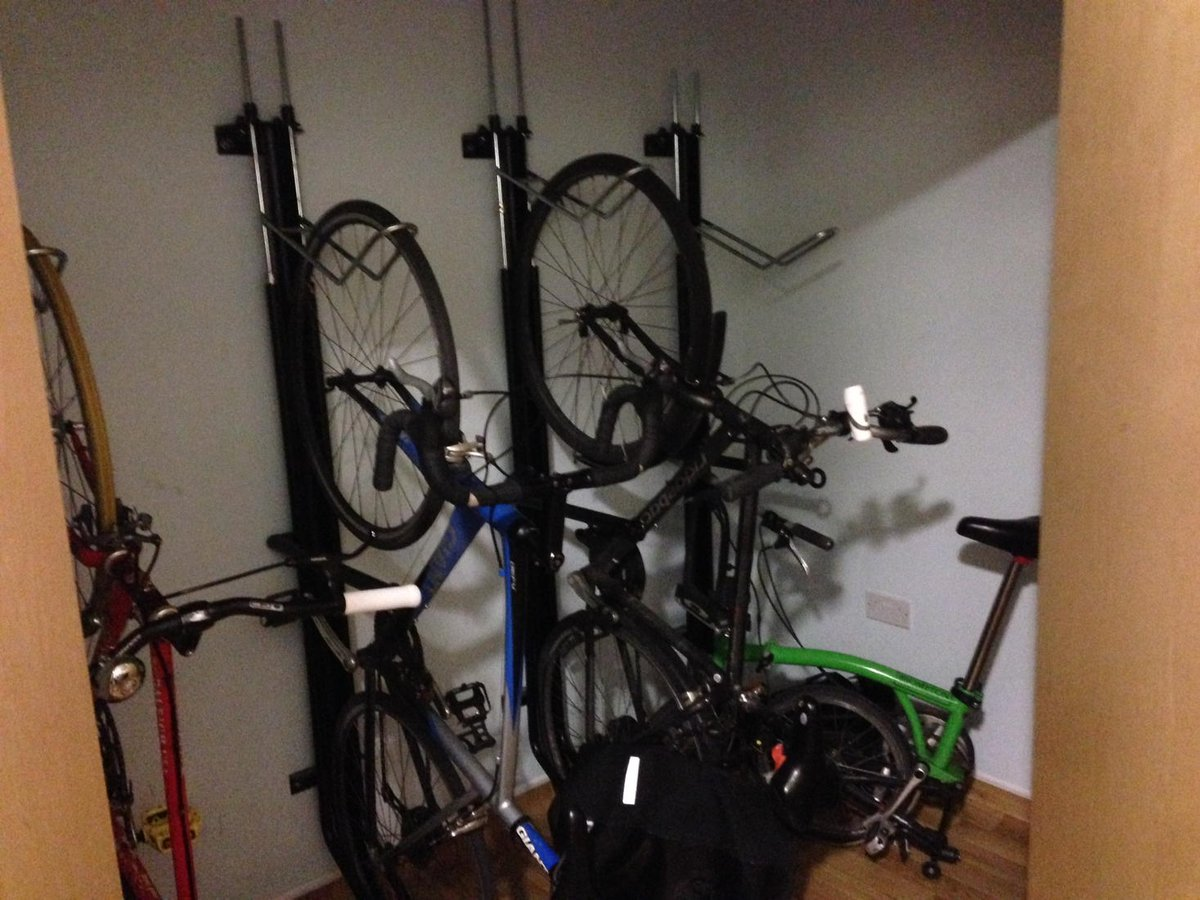 #PCexp #Quality2015 Hackney #Generalpractice has a bike cupboard and shower to promote staff activity and #wellbeing http://t.co/JR8cvvawUd