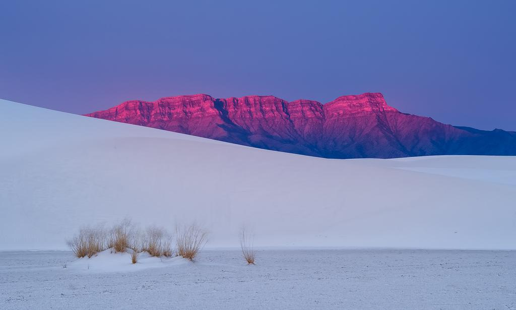 """@EarthPicturz: White sands, pink mountains. Photo by Howard Ignatius. http://t.co/p6QW0VzxKX"""