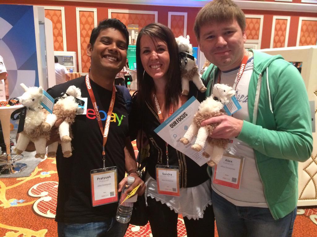 sandramgm: Enjoying #ImagineCommerce with Llama #imagineLlamaSelfie http://t.co/b6SrWIlNGs