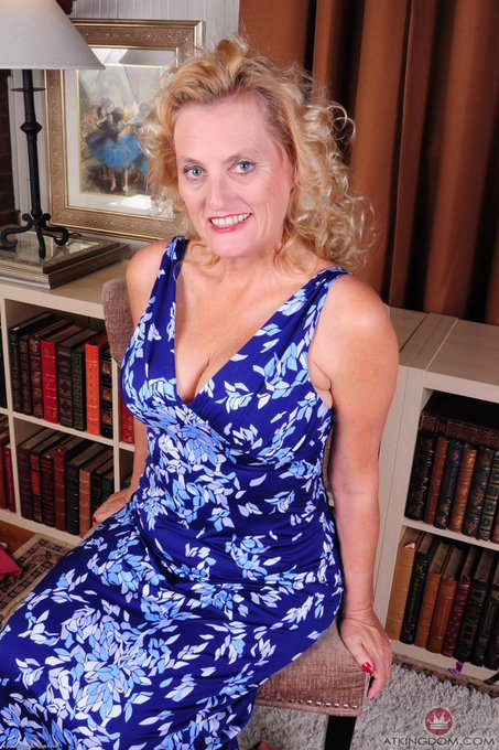 RT @ATKINGDOM: @ladydalbin looking gorgeous in this photoset just released from #AuntJudys http://t.co/zJuusncoTK