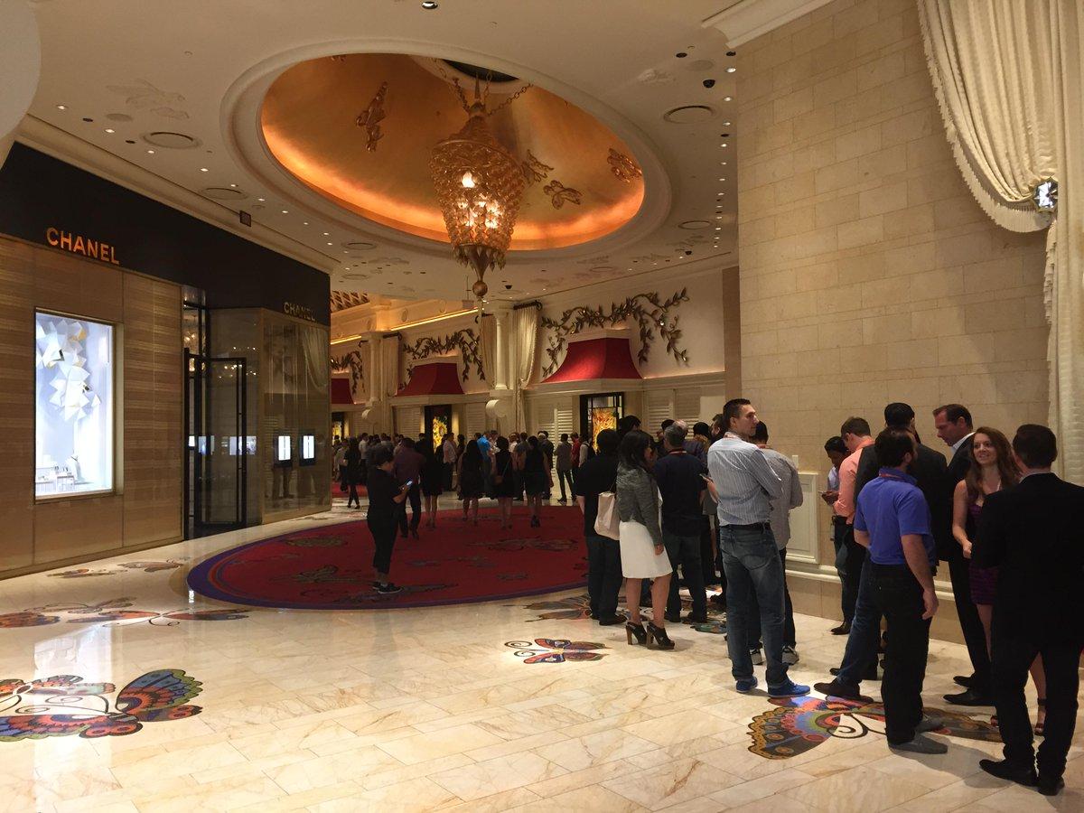 Hjorth: Finn fem fel. E-handelsfantaster köar  för party. Vegas style! #ImagineCommerce #ehandel http://t.co/47Og7jFi0c